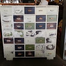 Stará skříň s šuplíčky
