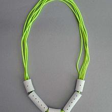 Gumičkový náhrdelník kakadu