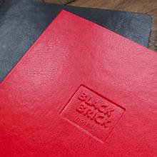 Zápisník Black Brick tečkovaný červený