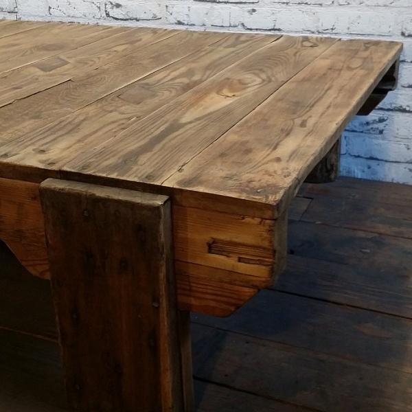 Dřevěný konferenční stolek | Industrial Antik