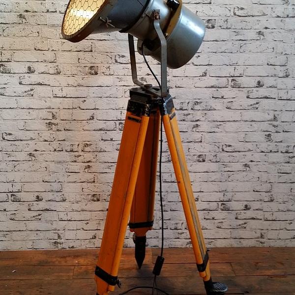 Industriální reflektor na stativu | Industrial Antik