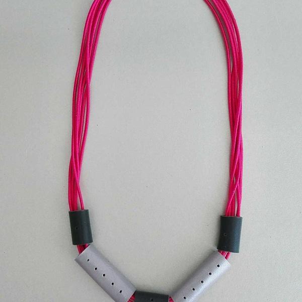 Gumičkový náhrdelník rozkvetlé fialky | Agapornis Luis