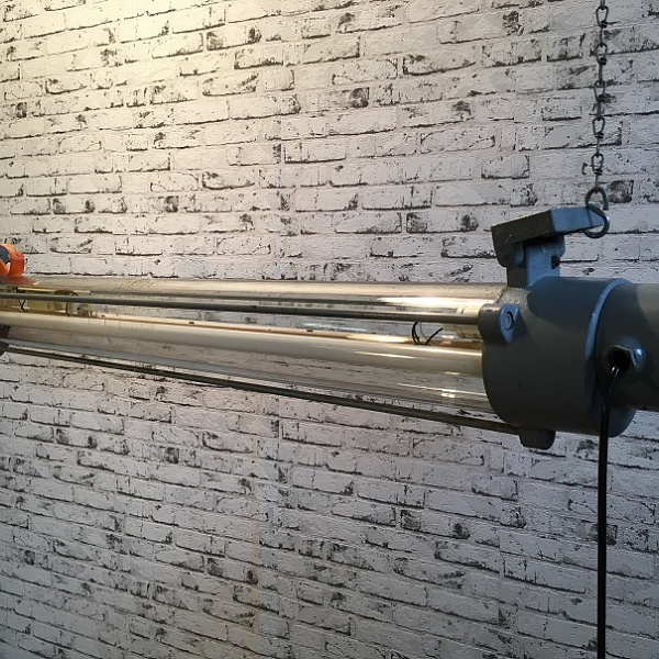 Industriální zářivková lampa