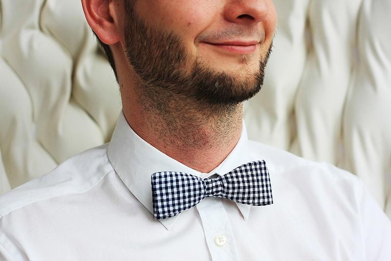 Buďte pravý gentleman! | vázací motýlek SLIM - kostkovaný