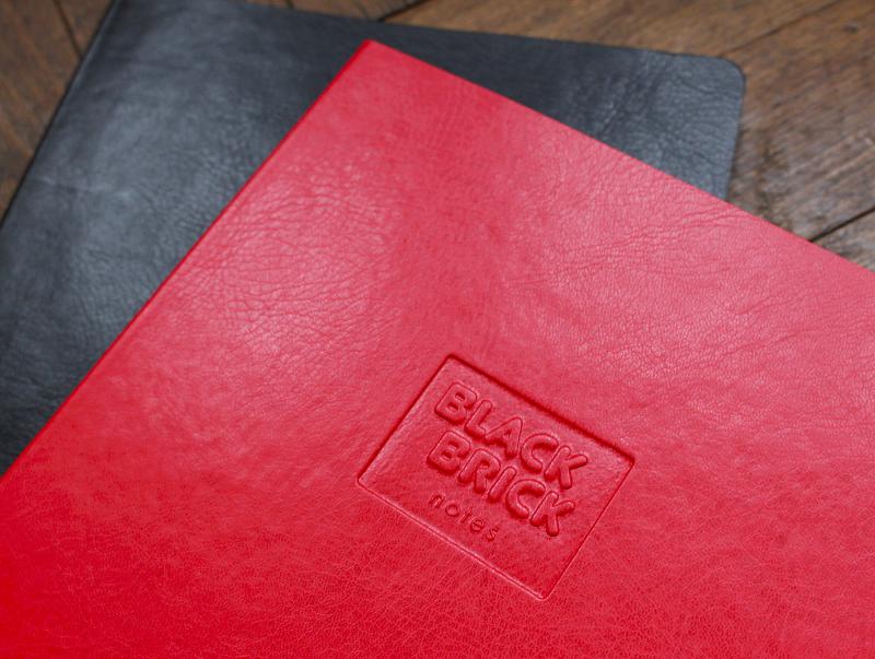Zápisník červený | Zápisník Black Brick tečkovaný červený